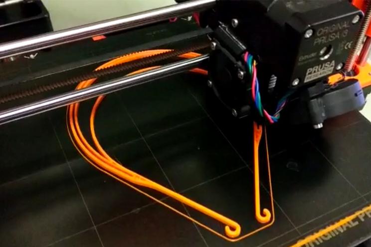 Diversos componentes das máscaras estão a ser produzidos em impressoras 3D