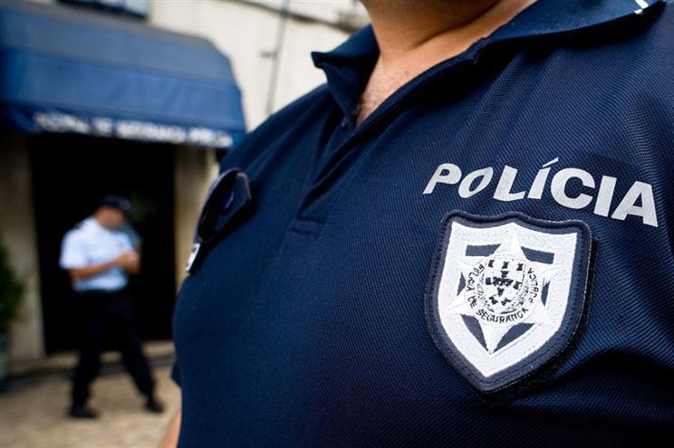 Absolvido PSP acusado de atingir quatro jovens em perseguição em Oeiras