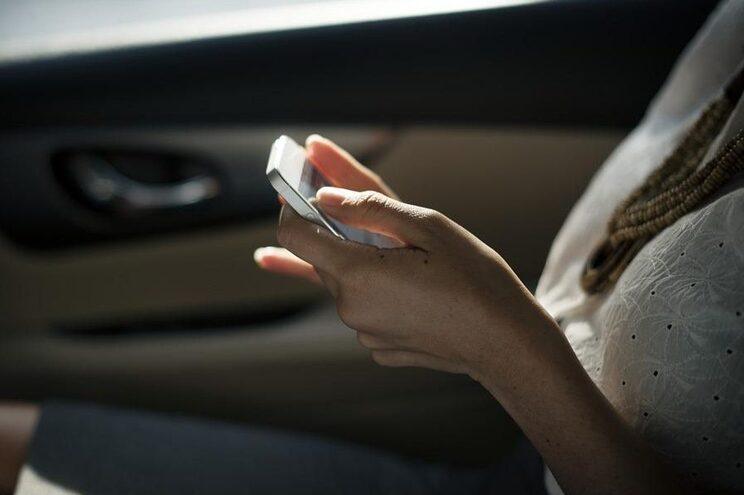 App controla contactos com infetados através de bluetooth