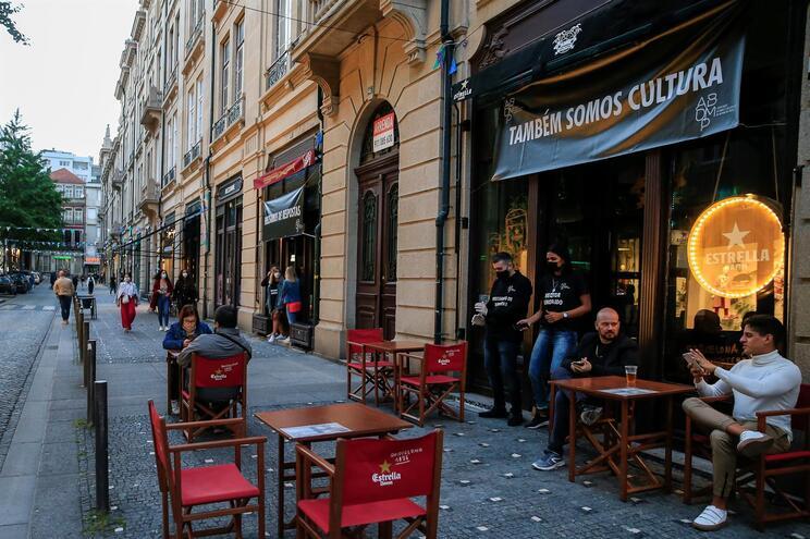 Hora Extra Bar, na rua Cândido dos Reis, no Porto