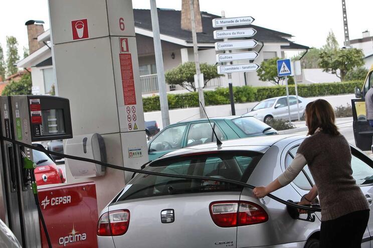 Sem transporte de matérias perigosas, muitos postos ficaram sem combustível