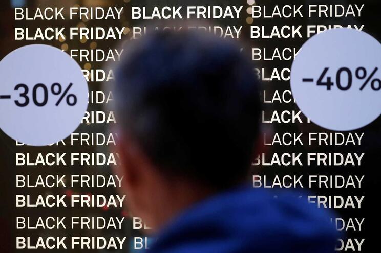"""Portugueses gastaram 80 euros por cartão na """"black friday"""""""
