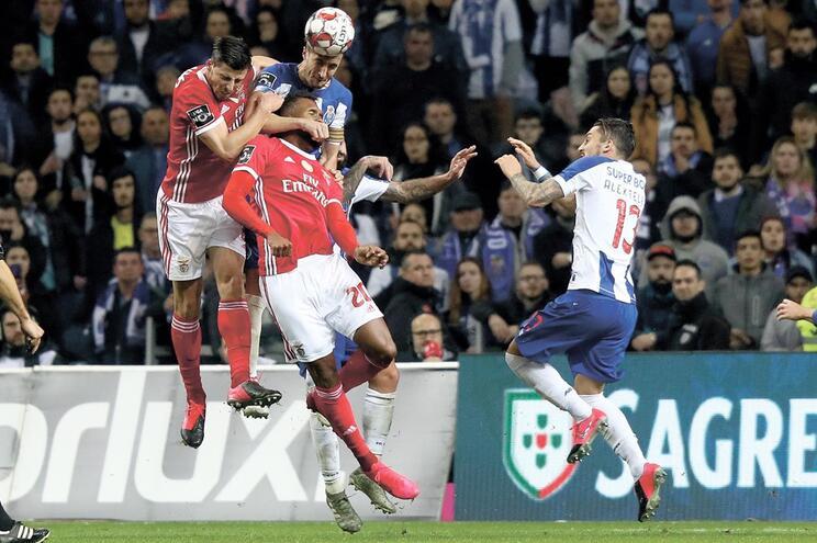 Coronavírus pode parar luta ente Benfica e F. C. Porto pelo título nacional