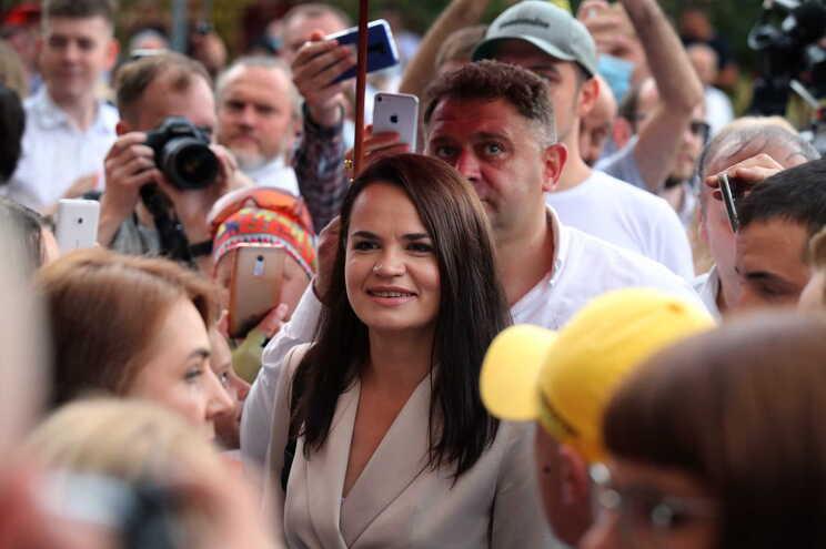 Svetlana Tikhanovskaia acusada de provocação por ter conseguido mobilizar muitos eleitores