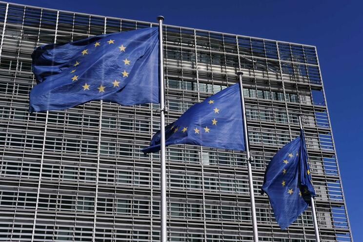 Rede 5G coloca riscos de espionagem aos países europeus