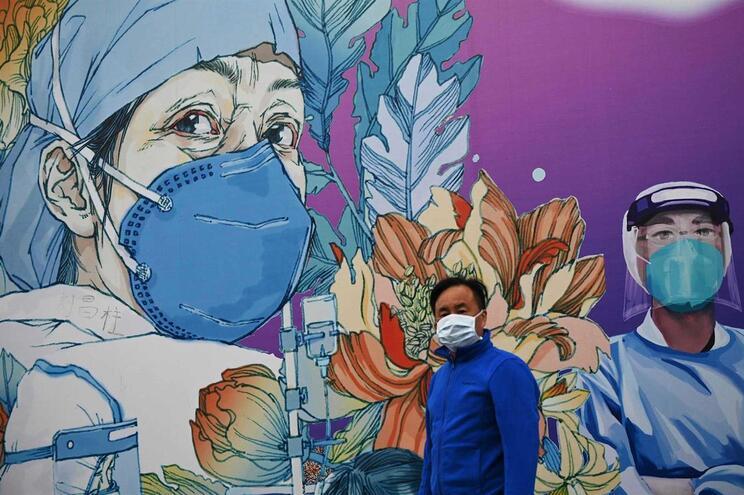 Mural no Hospital Leishenshan, em Wuhan