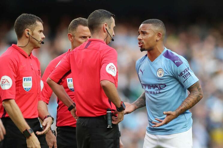 Jogador do Manchester City contesta VAR