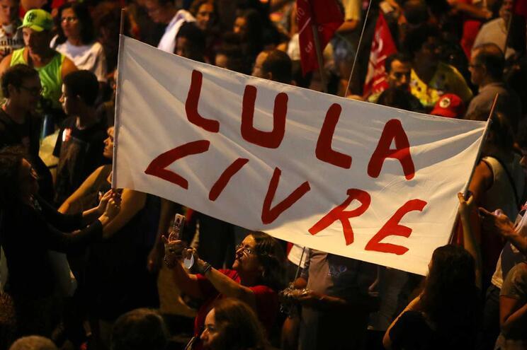 Apoiantes de Lula pedem a sua libertação