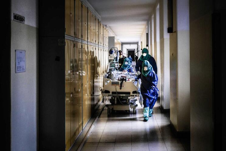 Foram inquiridos mais de 2000 profissionais de saúde