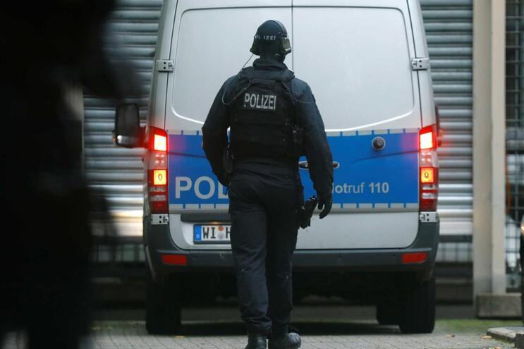 Alemanha repatria pela primeira vez mulher ligada ao Estado Islâmico