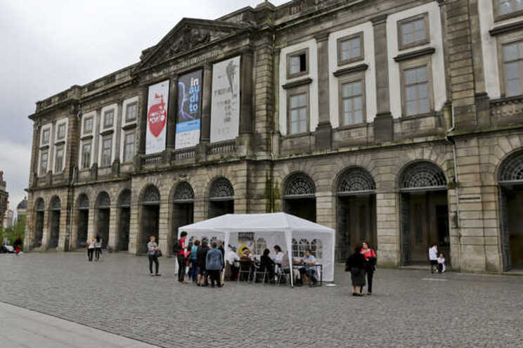 Universitários do Porto em protesto na rua por mais e melhor alojamento