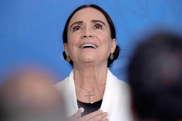 A atriz rompeu um contrato com a Globo para entrar no Governo do Brasil