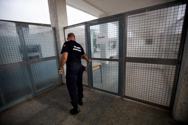Aprovada equiparação da remuneração dos guardas prisionais aos agentes da PSP