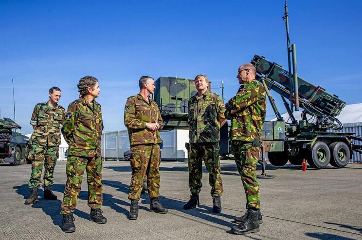 Holanda suspende treino de soldados no Iraque devido a tensão entre EUA e Irão