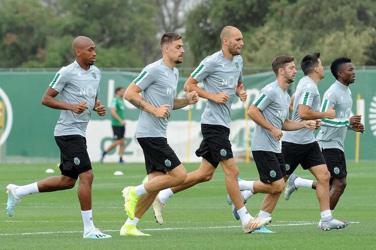 Bas Dost treina com a equipa na preparação para o Portimonense