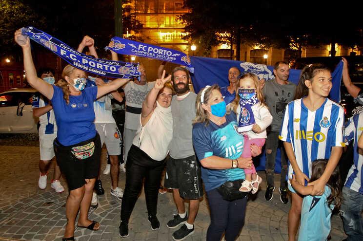 Adeptos do F. C. Porto festejam conquista da Taça de Portugal