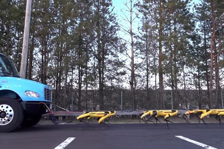 Veja os assustadores robôs da Boston Dynamics puxar um camião