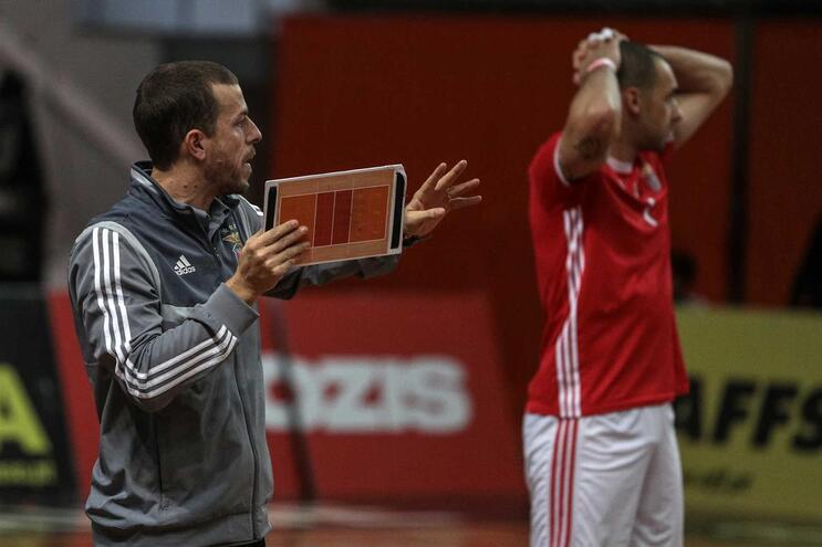 Benfica perde em Perugia no arranque da fase de grupos da Liga dos Campeões