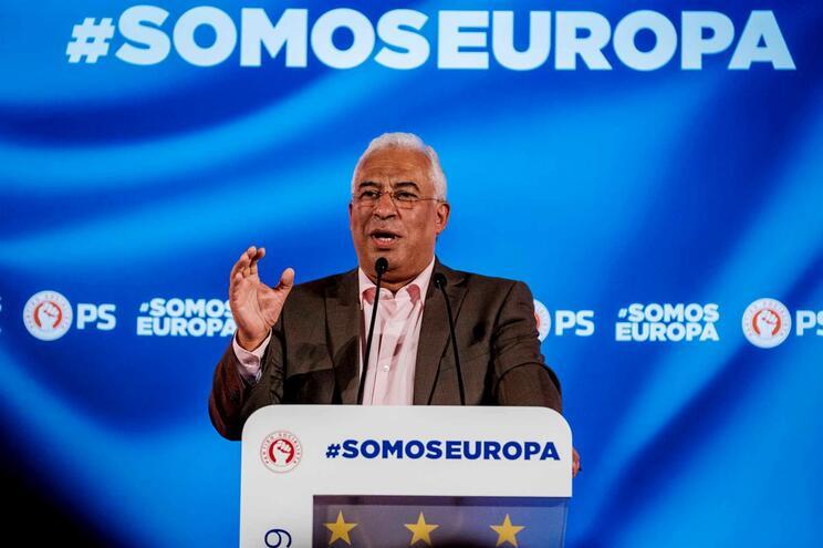 Costa critica PCP e BE por continuarem amarrados ao voto de protesto
