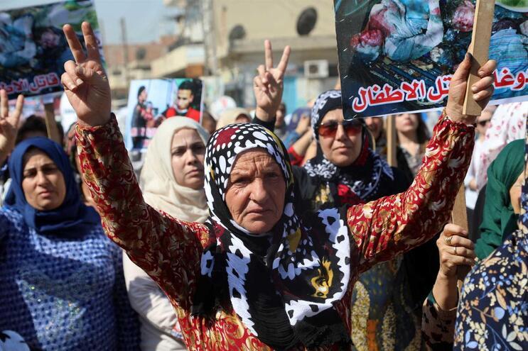 Curdos protestam contra ataques da Turquia na Síria