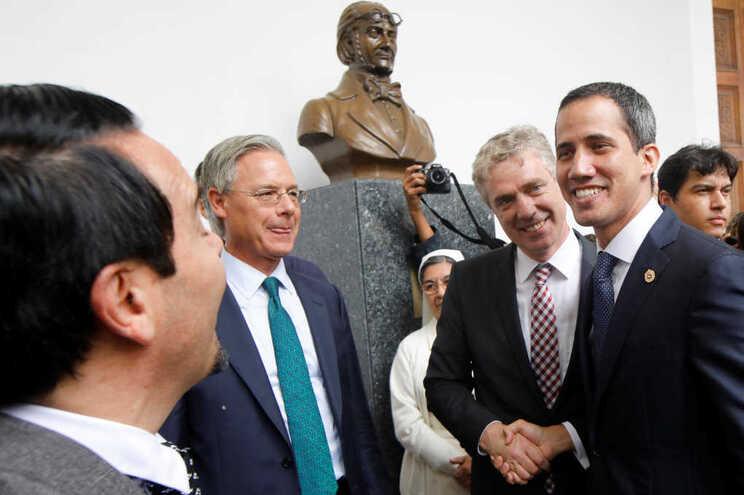 Juan Guaidó com representantes diplomáticos da UE em Caracas
