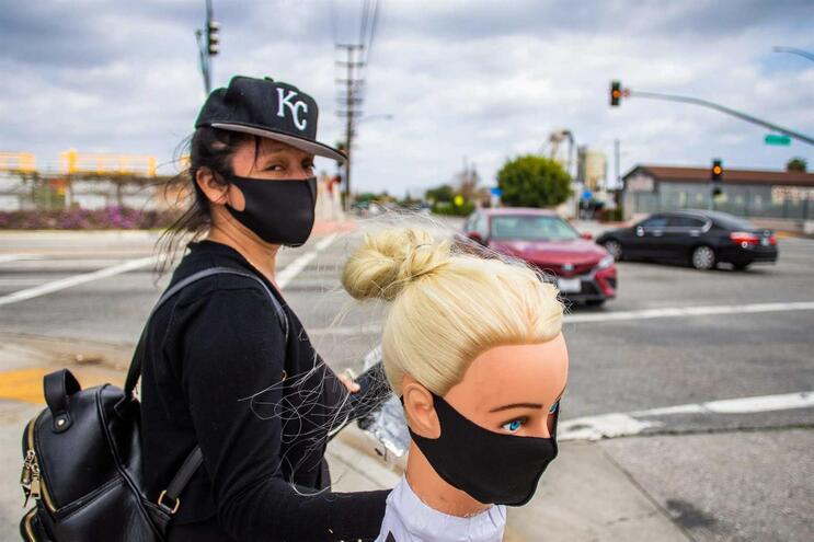 Costureira em Los Angeles, nos Estados Unidos