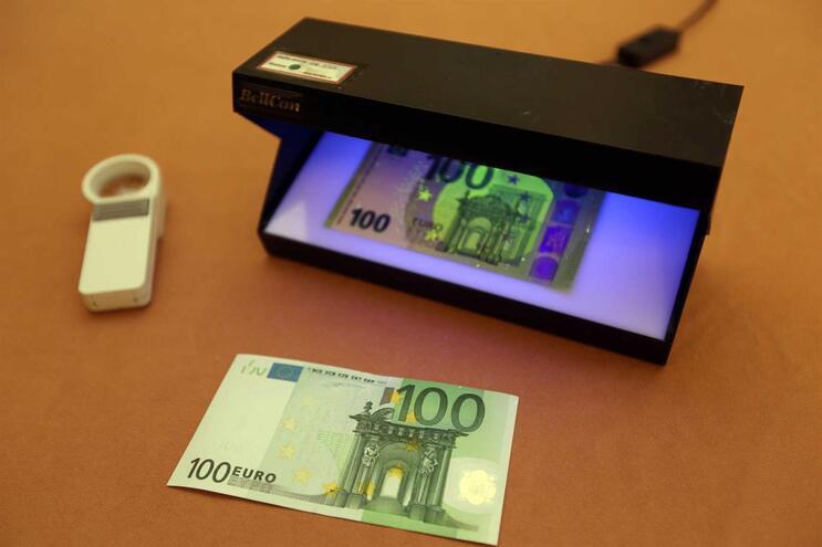 PSP apreendeu cinco notas falsas de 100 euros