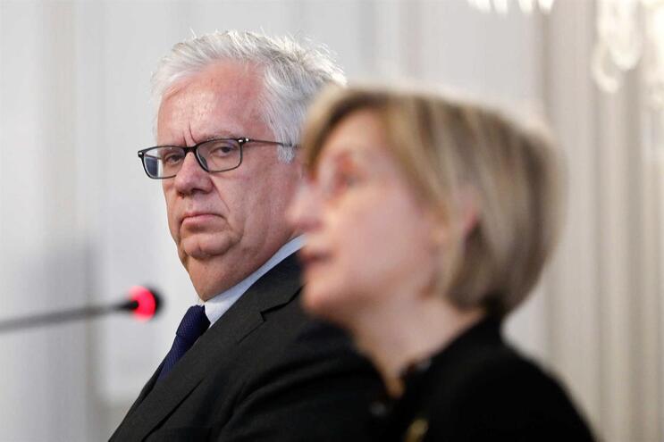 Eduardo Cabrita, ministro da Administração Interna, com Marta Temido, ministra da Saúde
