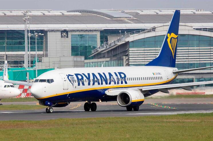A nova programação de voos já está disponível no 'site' da Ryanair, já podendo os clientes reservar as