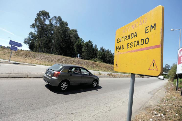 Ninguém quer tapar buracos em estrada de Famalicão