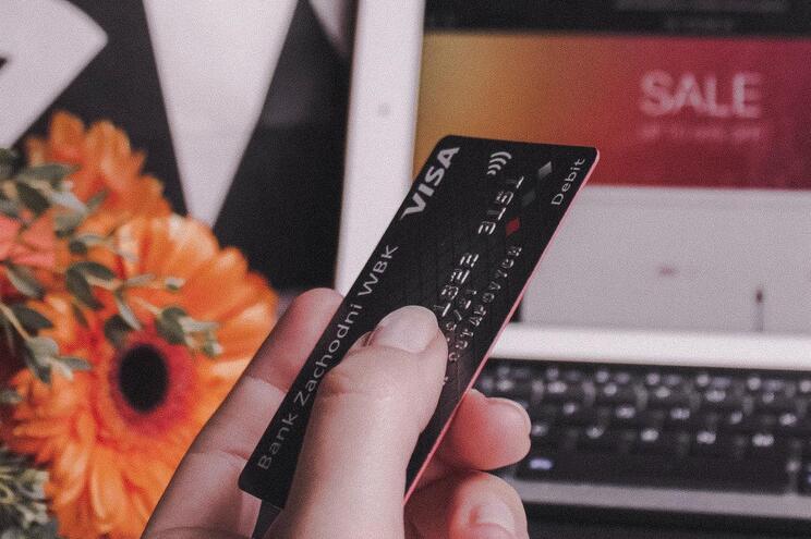 Comprometidos dados de milhares de cartões bancários usados em compras online
