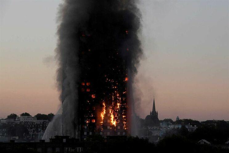 Português vítima do incêndio na torre Grenfell concorda com críticas aos bombeiros