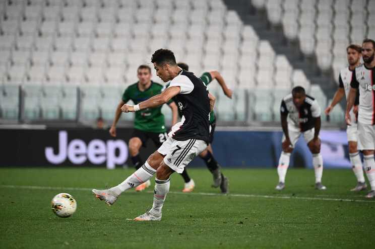 Cristiano Ronaldo marcou dois penáltis e evitou derrota da Juventus