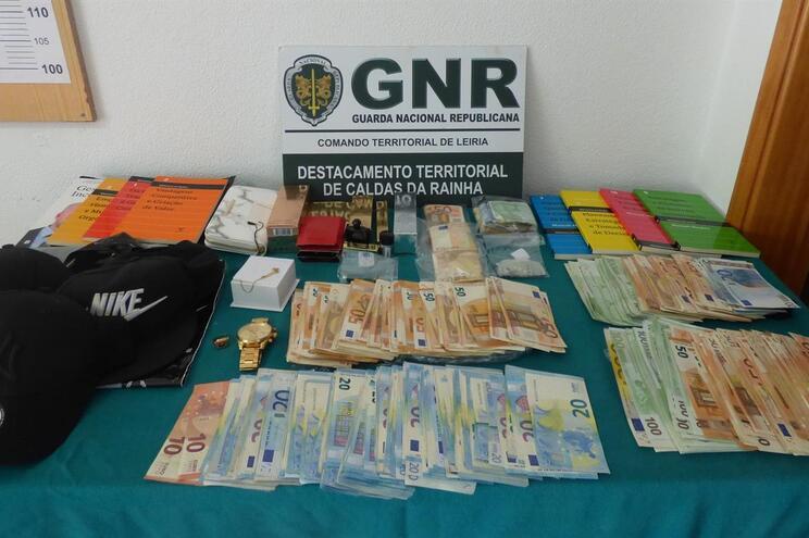 Recuperação de 43.685 euros em numerário e 1800 euros em artigos adquiridos com o produto do furto