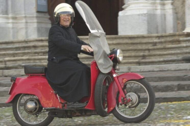 Dom Giuseppe Berardelli era conhecido por ajudar os pobres e pela sua motocicleta vermelha