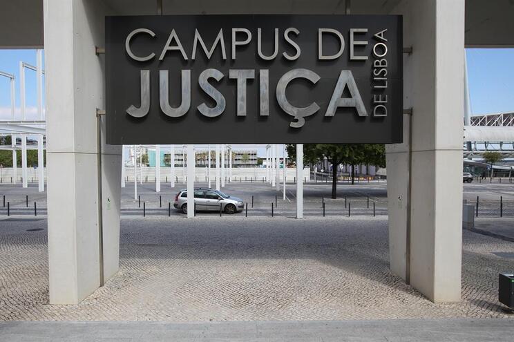 Oficiais de Justiça vão ter suplemento integrado no salário base