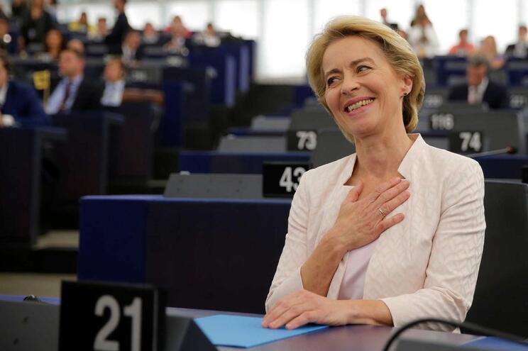 Quem é Úrsula Von der Leyen, a mulher eleita para liderar a Comissão Europeia