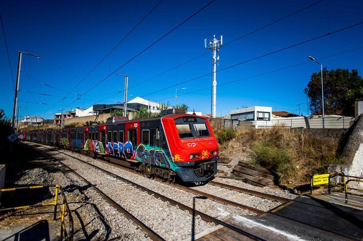 """CP diz que """"há décadas"""" que tem """"comboios especiais"""" e que circulação não é afetada"""