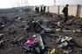 Restos pessoais no local onde caiu o avião ucraniano, em Teerão