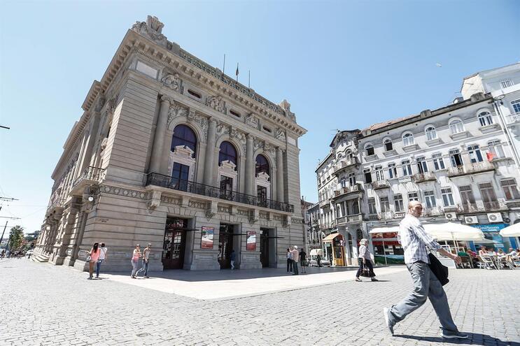 Espetáculos voltam em agosto ao Teatro S. João do Porto