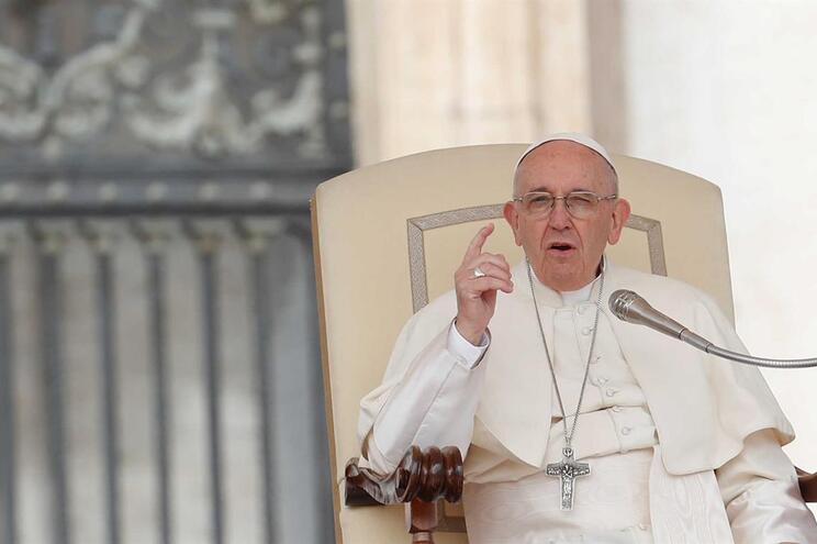 """Papa Francisco admite """"erros graves"""" na avaliação aos abusos sexuais no Chile"""