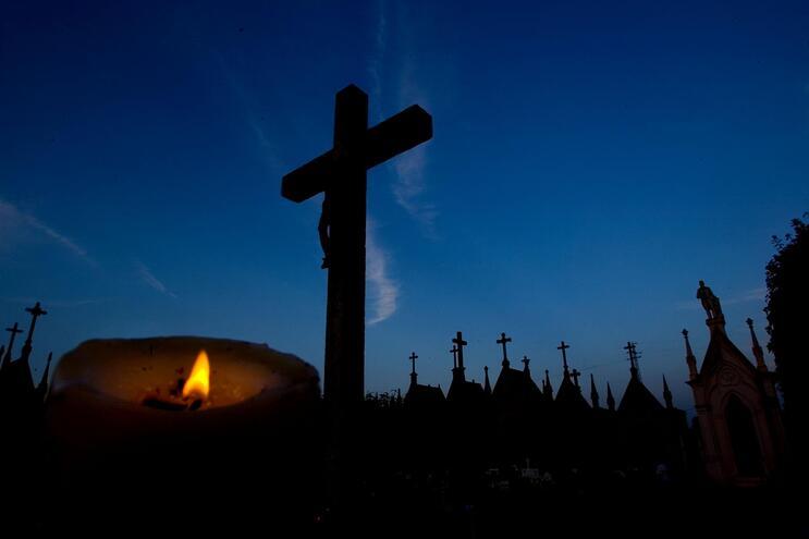 Maia encerra cemitérios e quer evitar novos confinamentos