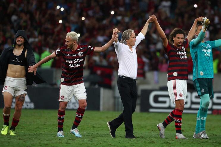 Jorge Jesus e o Flamengo despedem-se do Maracanã com uma goleada