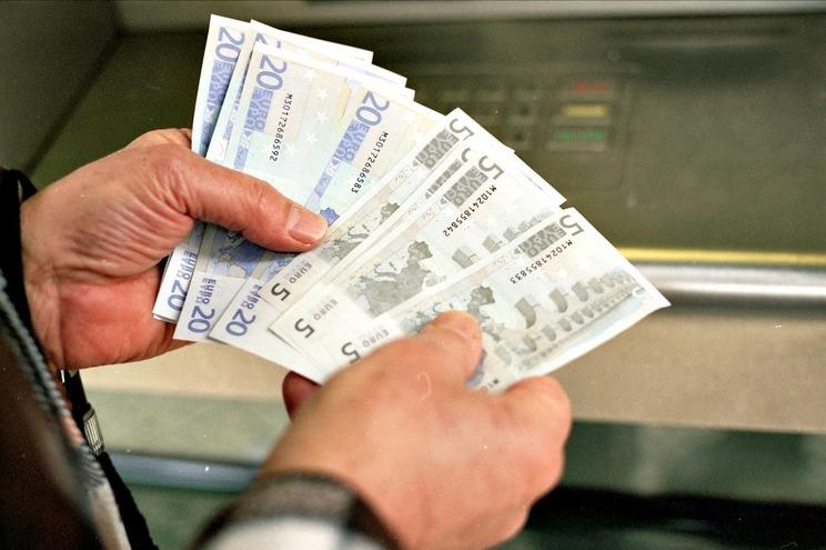 Salário médio em Lisboa é mais de mil euros, metade ganha menos