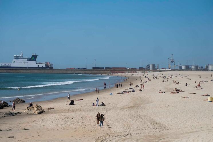 Calor do fim de semana já levou gente à praia