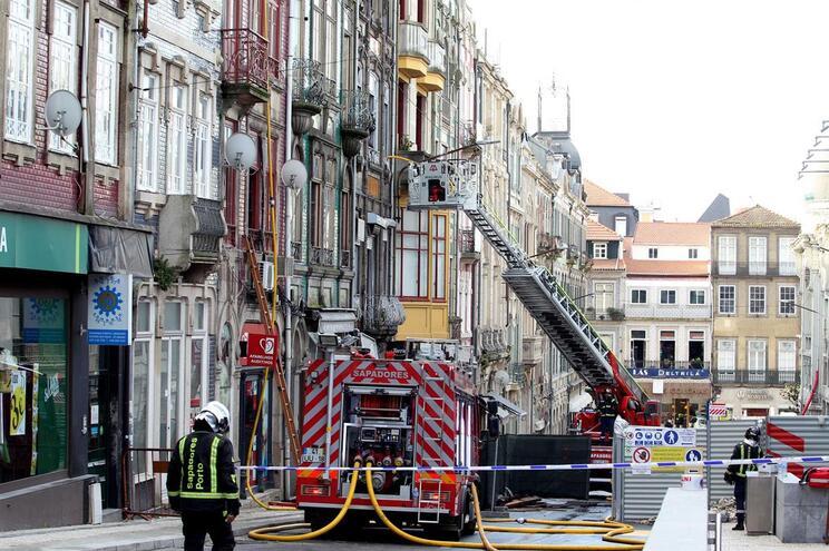 Preventiva para empresário e segurança suspeitos de incêndio mortal no Porto