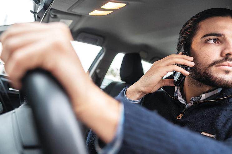 Este ano, 18 mil condutores foram apanhados a usar telemóvel ao volante