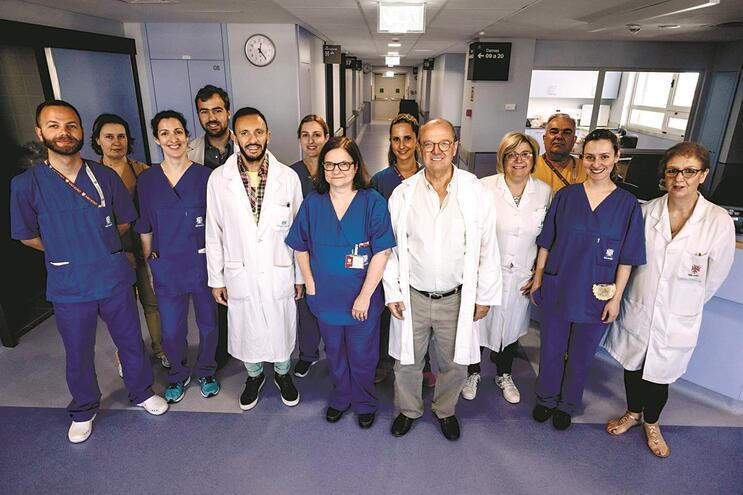 Médicos, enfermeiros e administrativos, incluindo o próprio diretor de serviço, abdicaram da folga para