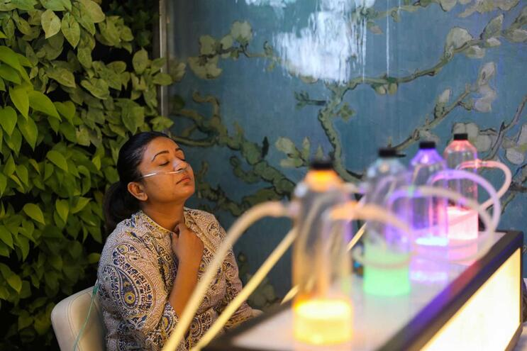 Bar na Índia oferece 15 minutos de oxigénio por seis euros