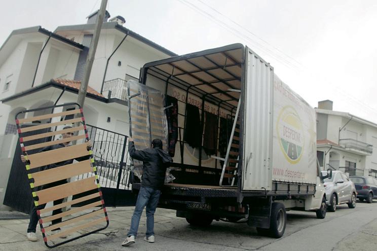 A detida abria lares clandestinos que as autoridades acabavam por fechar, transferindo-se então para